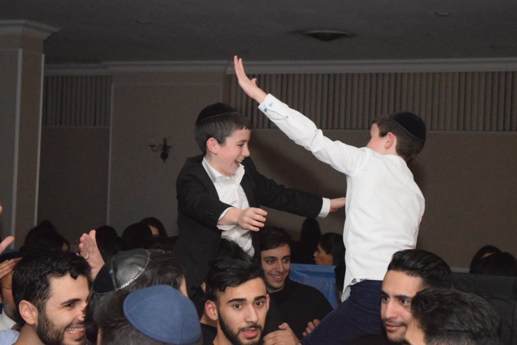 Massive crowd of 250 enjoys an inspiring chanukah party - Young israel of kew garden hills ...